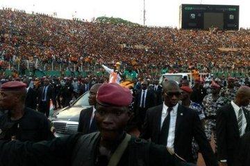 Morze ludzi witało bohaterów Pucharu Narodów Afryki w ojczyźnie (ZDJĘCIA)