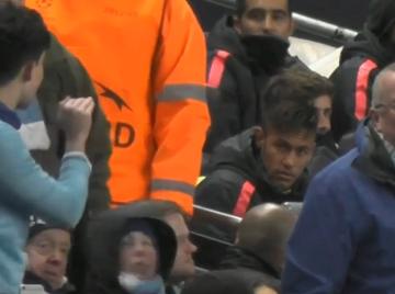 Neymar dał się sprowokować kibicowi Manchesteru (WIDEO)
