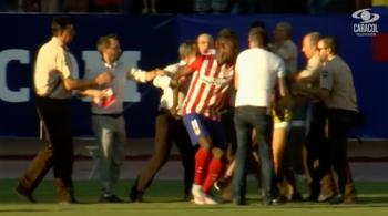 Jackson Martinez przywitany w Atletico Madryt. Fani zakłócili prezentację piłkarza (WIDEO)