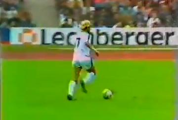 To byłby jeden z najpiękniejszych goli w historii Bundesligi! Przeszkodziły słupki (WIDEO)