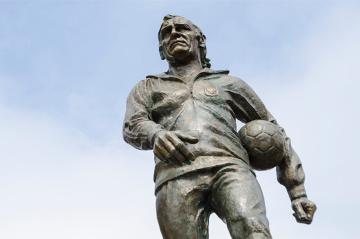Przy Stadionie Narodowym odsłonięto pomnik Kazimierza Górskiego (WIDEO)