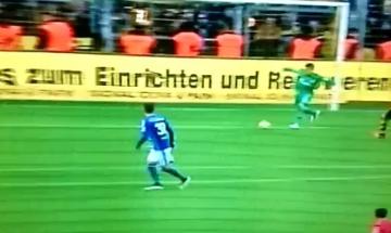 Reus wykorzystał fatalny błąd młodego bramkarza Schalke (WIDEO)