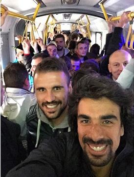 Orlando Sa pojechał na mecz Sevilla - Dnipro... tramwajem (ZDJĘCIE)