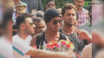 Pierwszy dzień Ronaldinho w Indiach i... piłkarz uniknął wypadku. Było o krok od tragedii