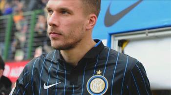 Lukas Podolski trafi do polskiego klubu? Tak sugeruje mu jeden z niemieckich dzienników (WIDEO)