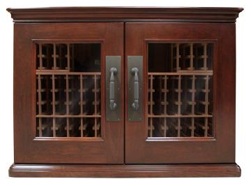 Model credenza może pomieścić do 200 butelek różnych rozmiarów. Półki wykonane zostały z drewna sekwoi, fronty udekorowane fornirem z drewna wiśniowego. Cena 21 tys. 994 zł