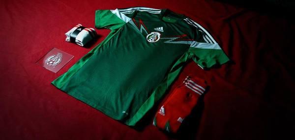 Meksyk: Adidas. Zestaw ten inspirowany jest meksykańskim kunsztem artystycznym, różnorodnością obrazów oraz przez postawą otwartości i dzielenia się wszystkim z drugim człowiekiem.